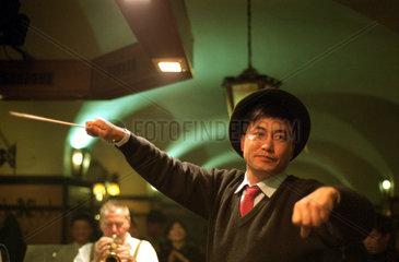 Japanischer Tourist im Muenchner Hofbraeuhaus