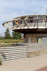 Stettin  Polen  Ruine eines Kontrolltrums im Hafen