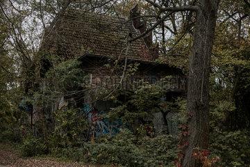 Berlin  Deutschland  Ruine eines Pumpenhaus an der Rummelsburger Bucht