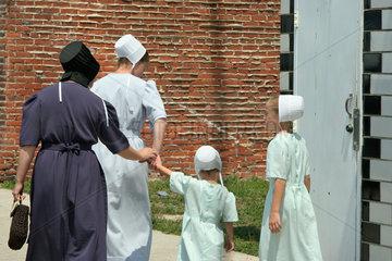Topeka  USA  Menschen in der typischen Kleidung der Amish People