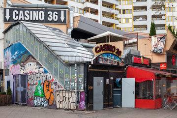 Berlin  Deutschland  Spielkasino Casino 36 und Imbiss Burger House am Kottbusser Tor in Berlin-Kreuzberg
