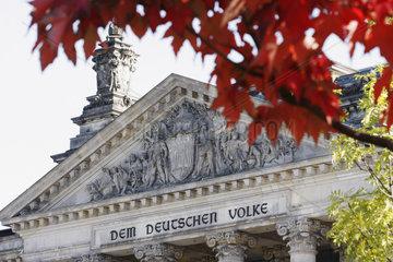 Herbstfarben vor dem Reichstag