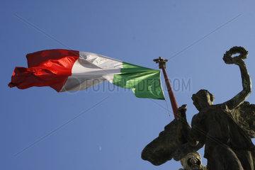 Italienische Fahne an der Altare della Patria