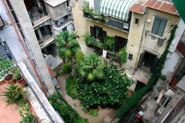 Neapel: Hinterhof in der spanischen Viertels