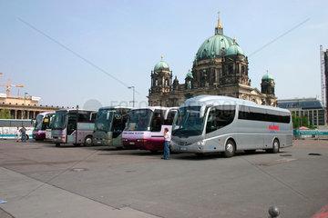 Bus und Berliner Dom