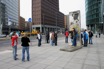Potsdamer Platz mit Mauerest