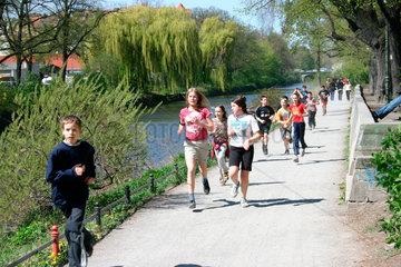 Sportstunde am Landwehrkanal