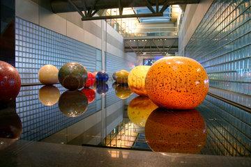 Kugelinstallation im Flughafen Schiphol