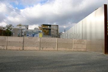 Originale Grenzanlage der Berliner Mauer an der Bernauerstrasse.