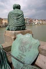 Skulptur auf dem Rheinufer in Basel