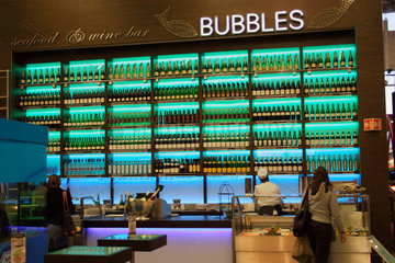 wine bar im Flughafen Schiphol