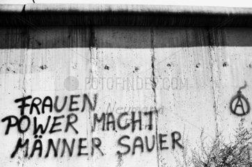 Frauen Power macht Maenner Sauer