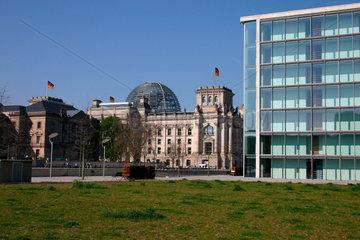 Regierungsgebaeude und Reichstag