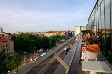 Bar auf die Terrasse ein Kinocenter in Riga