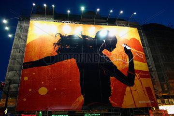 Berlin - Ipod Riesen Poster vor eine Baustelle