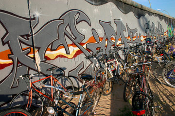 Mauergraffiti an die East side Gallery