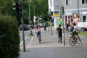Stadtverkehr an eine Ampel