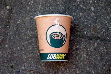 Berlin - Coffee to go Entsorgung