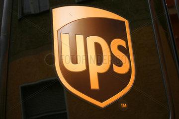 Berlin - Nahaufnahme ein UPS Transporter