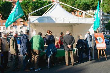 Rome- Menschen bei der Urwahlen der Demokratische Partei