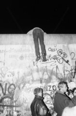 Berlin Wall break down at Brandenburger Tor