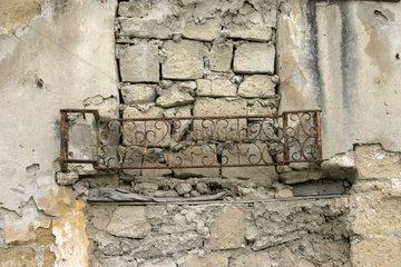 Italy  Naples Eingemauerte Fenster in die Altstadt