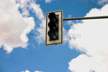 Verkehrampel und Wolken