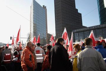 Berlin - Demonstration gegen die Energiepolitik der Bundesregierung am Potsdamer