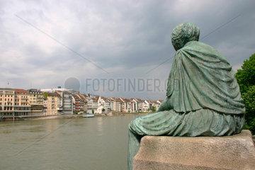Schweiz. Basel - Skulptur am Rheinufer in Basel