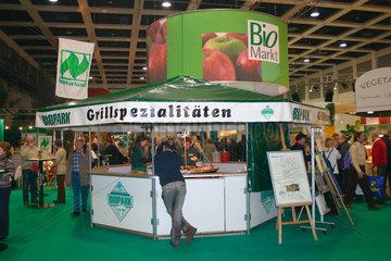 Grillspezialitaeten und Bio Markt bei der Gruene Woche