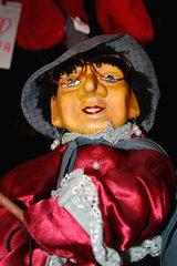 Hexenfigur auf dem Weihnachtsmarkt