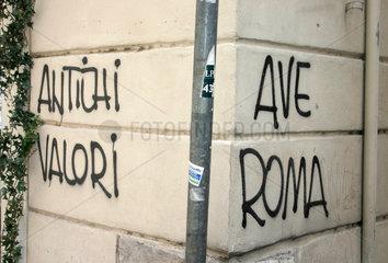 Ave Roma Faschistische Graffiti in Rome.