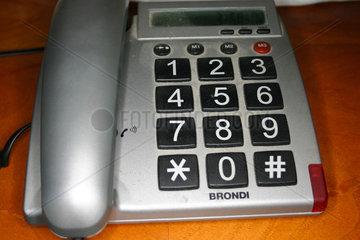 Telefon mit eine Grosse Tastatur fuer aeltere Menschen