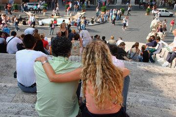 Italy. Rome - Touristen an die Spanische Treppe.