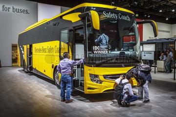 Mercedes-Benz Safety Coach fuer mehr Sicherheit bei Busreisen