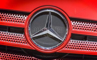 Mercedes-Benz Actros  Lkw-Baureihe der Marke Mercedes-Benz der Daimler AG  Actros 1863 LS  Mercedes Stern