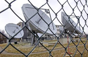 Kirch-Sendezentrum  Antennenschuesseln  Sendeschuesseln  KirchGruppe  2002