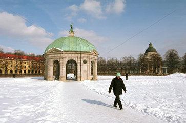 Dianatempel im verschneiten Hofgarten in Muenchen