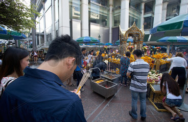 Bangkok  Thailand  am Erawan Shrine im Zentrum Bangkoks