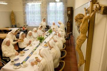 Heitersheim  Deutschland  Schwestern bei einer Namensfeier