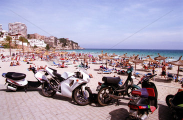 Mallorca  Spanien  Strandleben in Cala Major