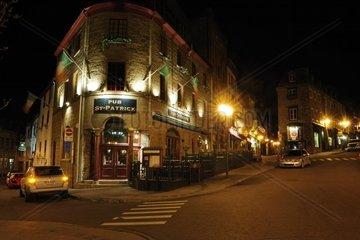 Nachtstimmung auf der Rue Saint Jean in der historischen Altstadt von Quebec Stadt