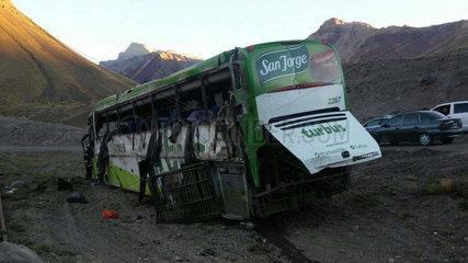 ARGENTINA-MENDOZA-ACCIDENT-BUS