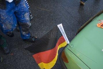 Auto mit deutscher Flagge