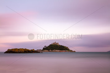 St. Michaels Mount at dusk with violett skies  Cornwall  England