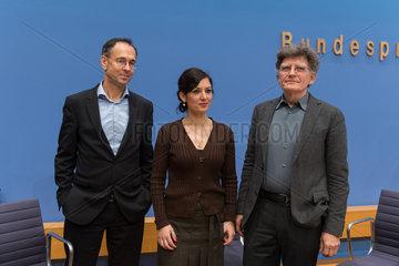 """Berlin  Deutschland  Pressekonferenz zum Umgang und Reaktion auf žPegida"""""""