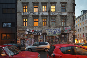Berlin  Deutschland  Besetztes Haus in der Kleinen Rosenthaler Strasse Ecke Linienstrasse in Berlin-Mitte