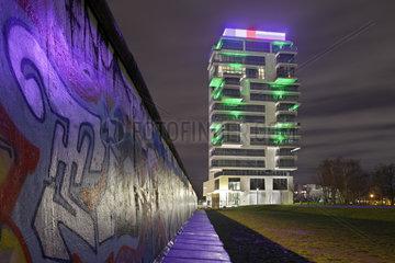 Berlin  Deutschland  Living Levels Projekt auf dem ehemaligen Mauerstreifen in der Muehlenstrasse in Berlin-Friedrichshain