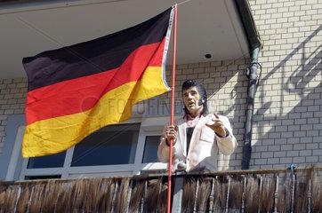 Westerland  Deutschland  Elvis Presley-Figur und die Deutschlandfahne