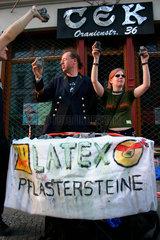 Berlin - Latex Pflastersteine Angebot beim 1 Mai Demonstration